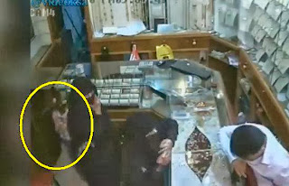 Young Girl Steals from Jewelry Store in Saudi Arabia