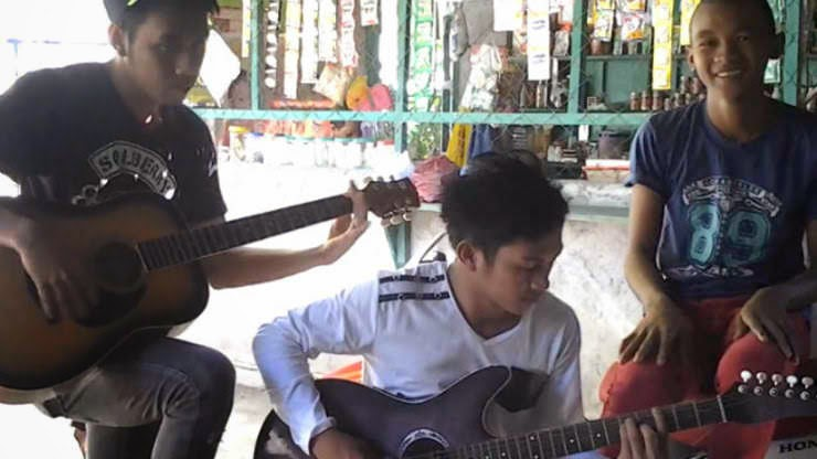 "[Video] Young Filipino's from Cotabato sing ""Having you Near me"" goes viral"