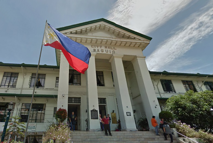 Baguio City Hall (Baguio LGU) prohibits gadget usage while walking