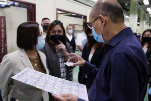 BSP Governor Benjamin Diokno shows us a sample of the National ID Card